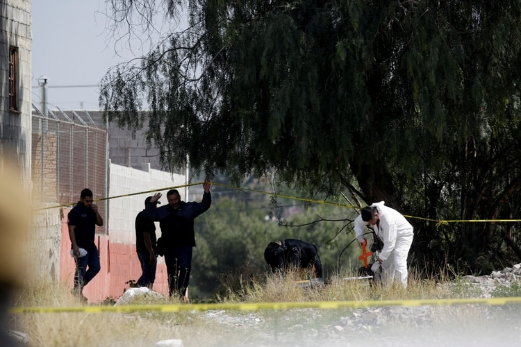 Forensic experts are seen at the crime scene of Karol Nahomi, a baby girl who according to local media was kidnapped and found dead, in Saltillo, Mexico February 19, 2020. REUTERS/Daniel Becerril