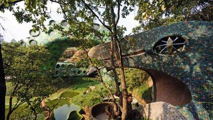 Dormir en una serpiente: así es el surrealista Airbnb que se integra a la naturaleza en México