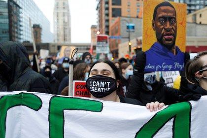 Miles de personas se movilizaron en las últimas horas para pedir justicia por George Floyd (REUTERS/Octavio Jones)