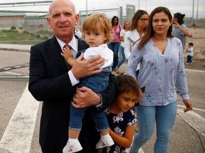 El ex jefe de inteligencia venezolano Hugo Carvajal sale de prisión después de ser liberado en Estremera, España, el 16 de septiembre de 2019 (REUTERS/Javier Barbancho/File Photo)
