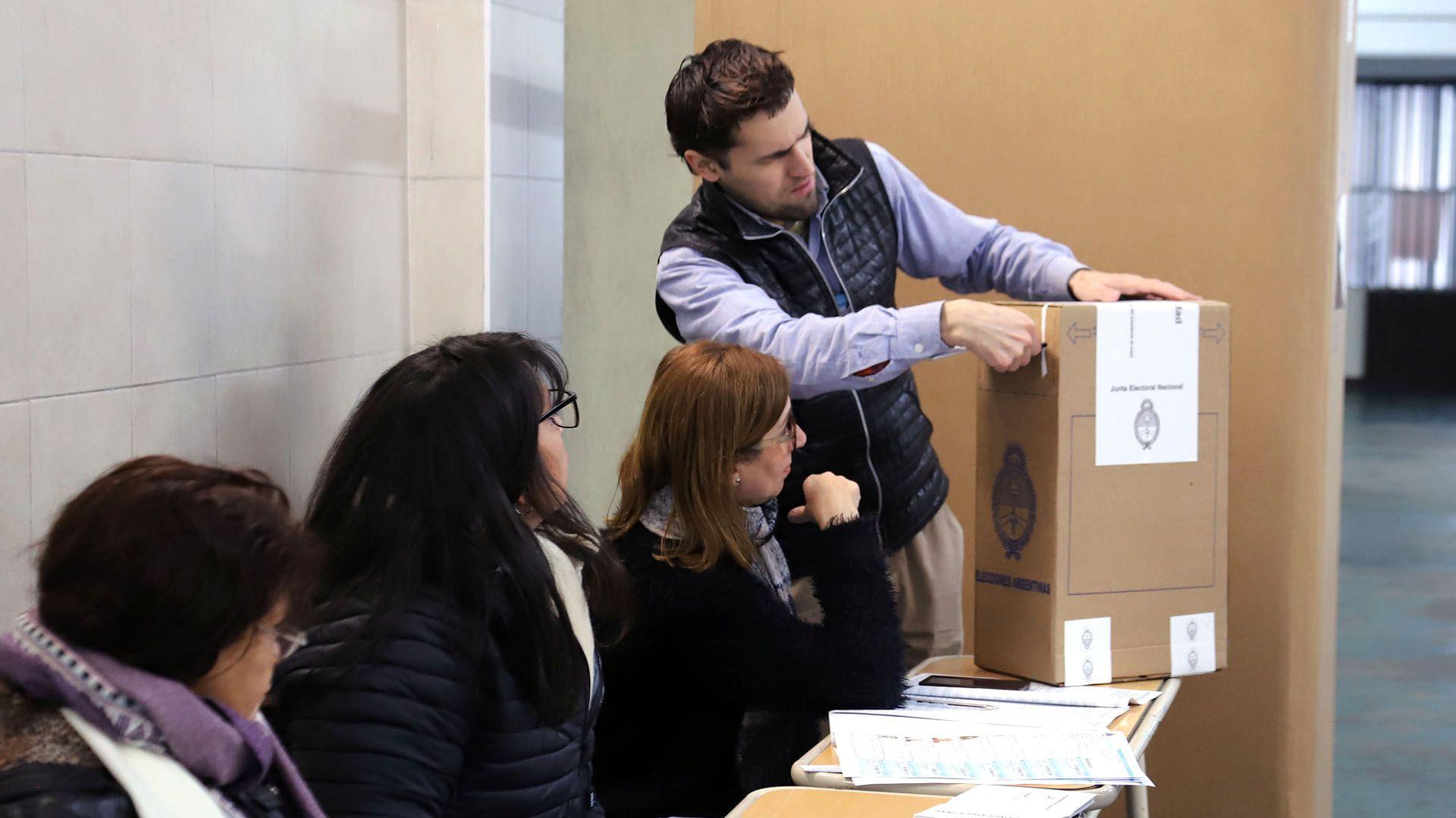 La Cámara Nacional Electoral difundió normativas para aplicar en las próximas elecciones. (foto NA)