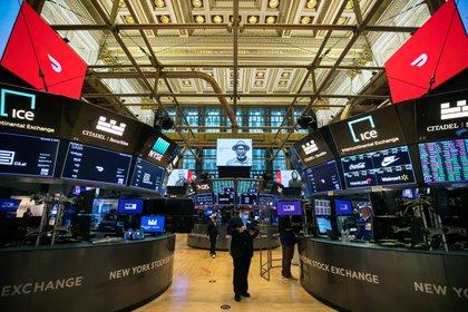 Las cotizaciones en Wall Street pueden ser volátiles, pero es posible valuar una empresa según sus fundamentos. ¿Cuáles son los fundamentos de bitcoin?  EFE/EPA/COURTNEY CROW / NYSE