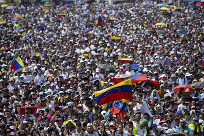 Miles de personas se movilizaron a Cúcuta para asistir al Venezuela Aid Live (AFP)