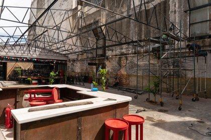 La pizzería Guerrín, en Corrientes 1368, se mantiene en pie. Fue fundada en 1932 y sus dueños aprovecharon el cierre durante la cuarentena para iniciar obras de remodelación. Hoy el salón está abierto y en marzo habilitarán un patio napolitano al aire libre. (Foto: Franco Fafasuli)