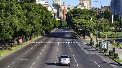 "Aerial view of the empty 9 de Julio avenue in Buenos Aires, on March 20, 2020. - Argentine President Alberto Fernandez on Thursday announced a ""preventative and compulsory"" lockdown of the population from Friday to March 31 to stop the spread of the coronavirus pandemic. (Photo by RONALDO SCHEMIDT / AFP)"