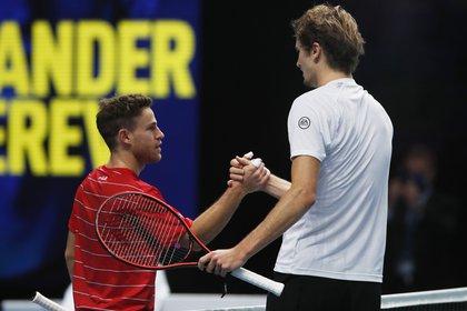 Saludos entre Schwartzman y German Zverev, que ganó el partido (Reuters / Paul Childs)