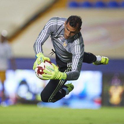 Nahuel Guzmán ha sido el portero titular de Tigres en los últimos seis años y ha levantado cuatro títulos de liga (Foto: Instagram / clubtigresoficial)