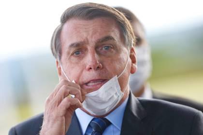 El presidente Jair Bolsonaro asugra que las consecuencias econoómicas de los confinamientos pro coronavirus serán más graves que la propia pandemia (Reuters)
