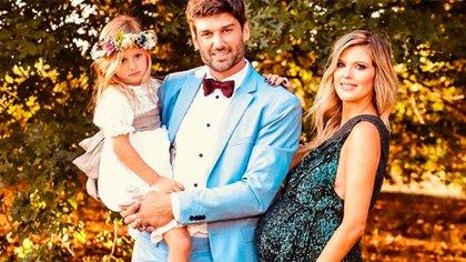 Meme Bouquet y Mery del Cerro con su hija Mila. En poco tiempo, nacerá la pequeña Cala (Instagram)