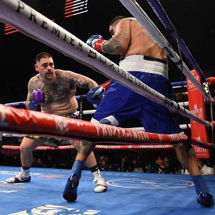 En el primer asalto Ruiz Jr. pudo acorralar a su rival gracias a la velocidad de sus movimientos (Foto: Twitter@BoxingInsider)