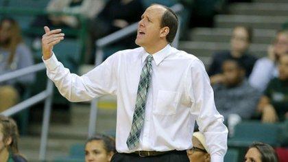 Entrenador del equipo de básquet femenino de la Universidad de Cleveland State. Consiguió la marca ganadora de 21-11 en la temporada 2019-2020