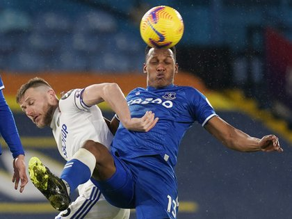 Soccer Football - Premier League - Leeds United v Everton - Elland Road, Leeds, Britain - February 3, 2021 Leeds United's Liam Cooper in action with Everton's Yerry Mina Pool via REUTERS/Tim Keeton EDITORIAL USE ONLY.