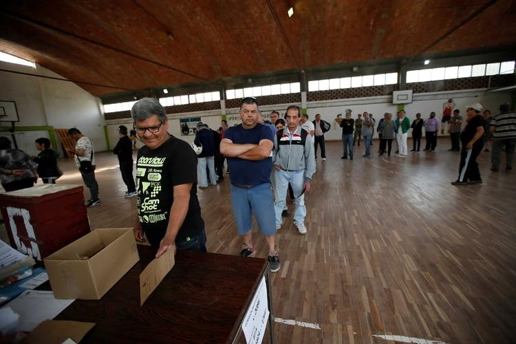 La segunda vuelta en Uruguay será el 24 de noviembre (REUTERS)