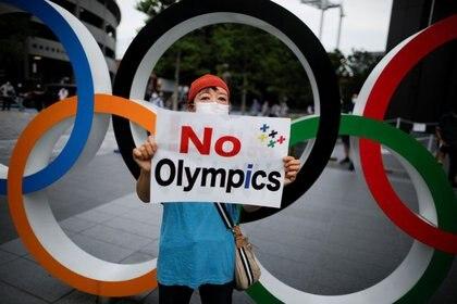 Manifestación contra la organización de los Juegos Olímpicos de Tokio el próximo año debido a la pandemia de coronavirus.  REUTERS / Issei Kato.