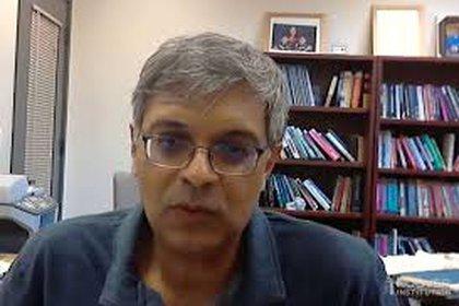 Jay Bhattacharya, durante una entrevista con The Wall Street Journal