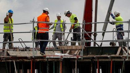 La construcción se hundió un 26,2 % y la explotación de minas y canteras un 19,1 %. EFE/ José Manuel Vidal/Archivo