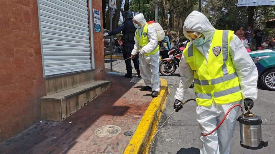 Equipo sanitario llevaron a cabo labores de desinfección en calles, negocios y paraderos. (Foto: @AdrianRubalcava)