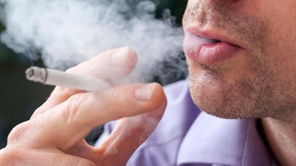 Alertar sobre el tabaco también es contribuir a la concientización sobre enfermedades reumáticas (iStock)