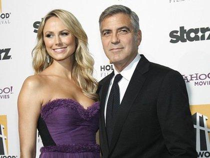 George Clooney y Stacy Keibler (Reuters)