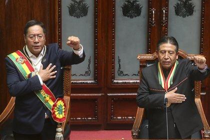 El nuevo presidente boliviano Luis Arce y el vicepresidente David Choquehuanca  (AP/Jorge Mamani)