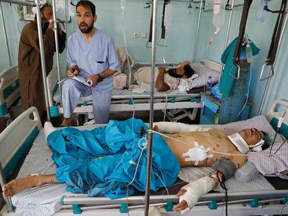 Un hombre herido es atendido en el hospital. REUTERS/Mohammad Ismail