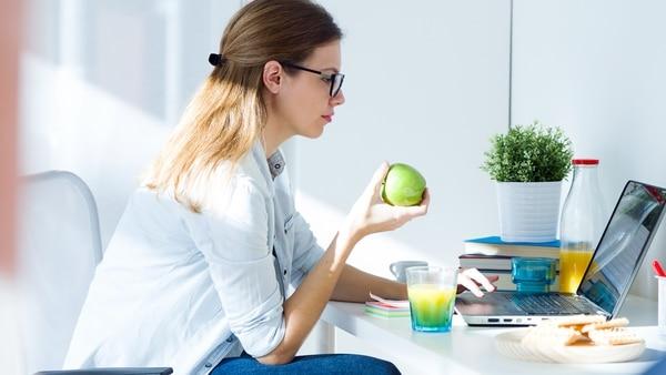 Las frutas son un excelente aliado para sumar en las colaciones (Getty)