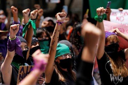 Durante la marcha se pidió mantener las medidas para evitar la propagación del COVID-19 (Foto: EFE / Francisco Guasco)