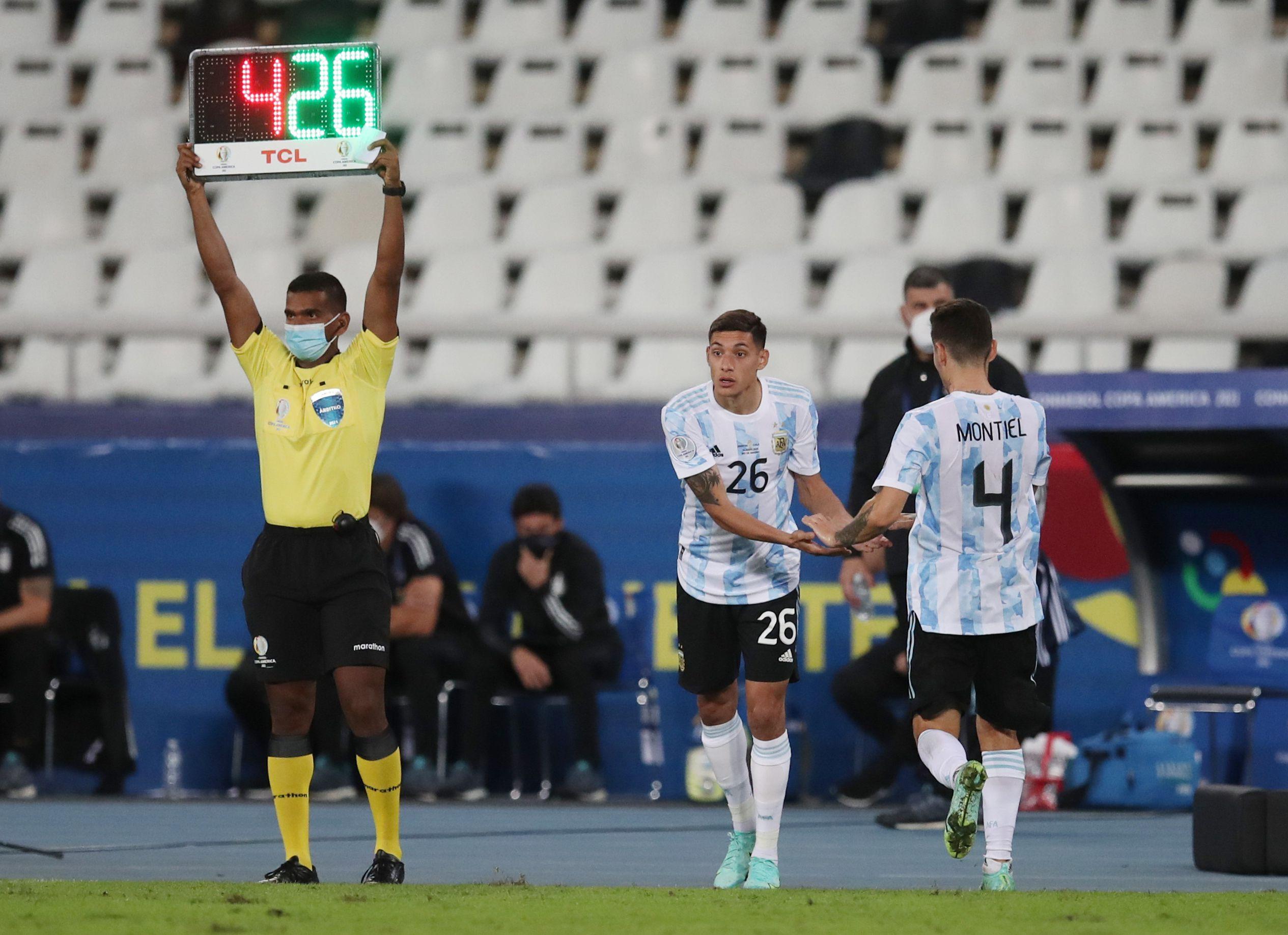 Nahuel Molina, de colgado en Boca a titular en la Selección Argentina (REUTERS/Ricardo Moraes)