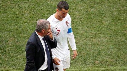 Soccer Football - World Cup - Group B - Portugal vs Morocco - Luzhniki Stadium, Moscow, Russia - June 20, 2018   Portugal's Cristiano Ronaldo talks to coach Fernando Santos as he walks off the pitch at half time    REUTERS/Christian Hartmann