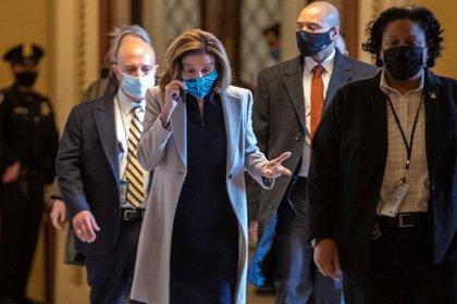 La presidenta de la Cámara de Representantes, Nancy Pelosi, llega al Capitolio en Washington (EE.UU.), hoy 13 de enero de 2021 (EFE/Shawn Thew)