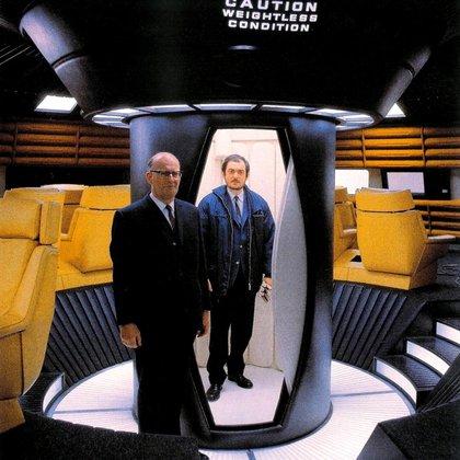 """Arthur C. Clarke y Stanley Kubrick en el set de filmación de """"2001: Odisea del espacio"""""""