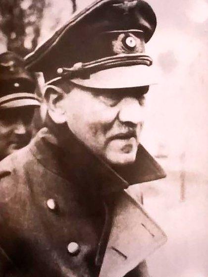 Una de las últimas fotos de Hitler, obtenidas el 20 de abril de 1945. Luego no saldría más del búnker hasta su muerte.