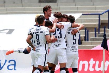 Jugadores de Pumas de la UNAM celebran un gol. EFE/Jorge Núñez/Archivo