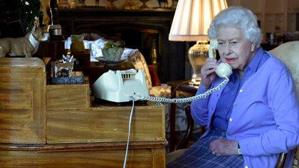 Desde Windsor y por teléfono: la atípica audiencia de Isabel II y Boris Johnson