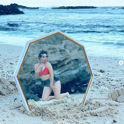 La influencer compartió las creativas imágenes que le tomaron posando sobre las rocas o la arena de la isla Santa Isabel (Foto: Instagram Lizbeth Rodriguez)