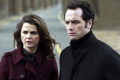 Keri Russell y Matthew Rhys como Elizabeth y Philip Jennings, los espías venidos del frío