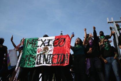 Tras haber sido víctima de maltrato, Gisela se animó a asistir a la marcha del 8M (Foto: Reuters)