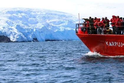 Foto de archivo de un buque chileno de investigación en la Antártida. Febrero, 2019. REUTERS/Fabian Cambero