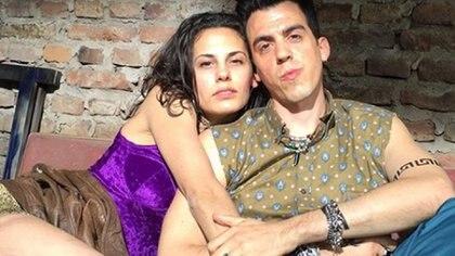 Cochi, uno de los líderes de la banda de los Back Street en Apache  con Anabella (Instagram)