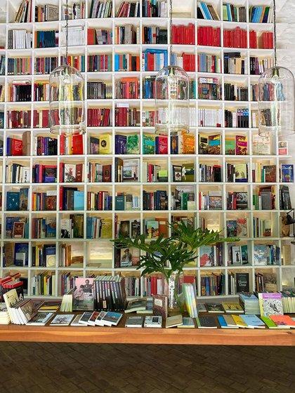 Falena es una librería y cafetería escondidas (Instagram @derfernando)