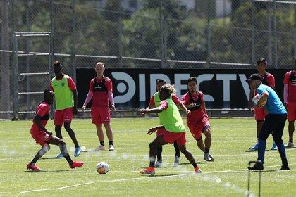 Vista de un entrenamiento de los jugadores de Independiente del Valle. EFE/José Jácome/Archivo