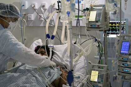 Paciente hospitalizado por COVID-19 (Foto: REUTERS/Ricardo Moraes)