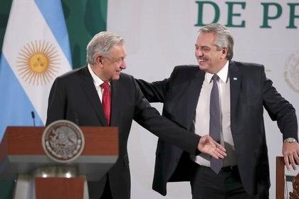 El presidente argentino es invitado a la conferencia de prensa mañanera de López Obrador.  REUTERS/Henry Romero