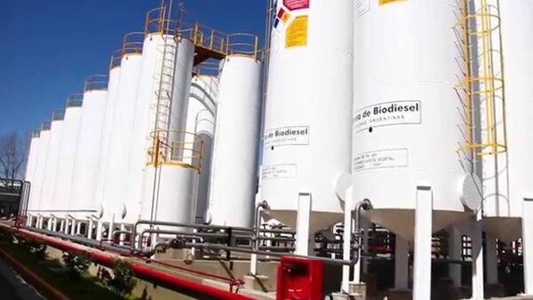 En la Argentina existen 37 plantas de biodiésel, de las cuales diez están ubicadas en el Gran Rosario junto al complejo oleaginoso y concentran el 70% de la capacidad de producción nacional (casi 3 millones de toneladas al año)