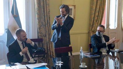 En la reunión del gabinete económico hubo aplausos a Martín Guzmán por el acuerdo de la deuda.