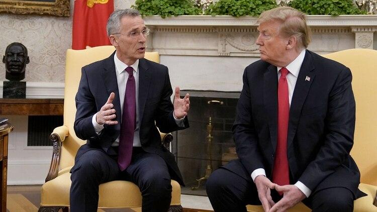 Donald Trump junto al secretario general de la OTAN, el general Jens Stoltenberg, en la Casa Blanca (REUTERS/Joshua Roberts)