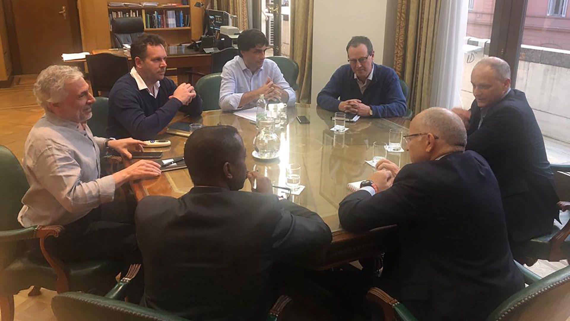 Cañonero, de camisa gris a la izquierda, Sandleris, Lacunza, Katz, Werner, Cardarelli y Alleyne