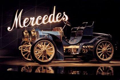Las primeras letras curvas de Mercedes. (Foto: Mercedes-Benz)