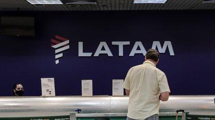 Unas 16 grandes empresas internacionales decidieron salir total o parcialmente de la Argentina por la crisis económica. (Foto: EFE/Antonio Lacerda)