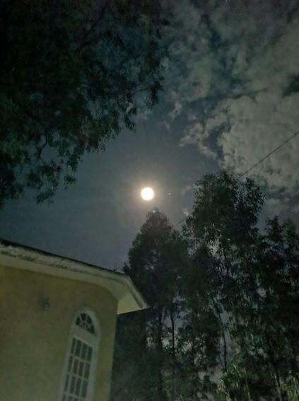 Jupiter y Saturno se dejaron ver junto a la Luna